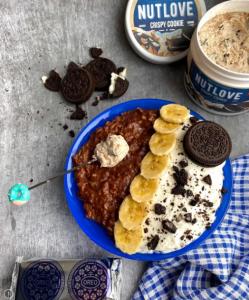 Obrok sa Nutlove čokoladnom kremom s hrskavim keksima